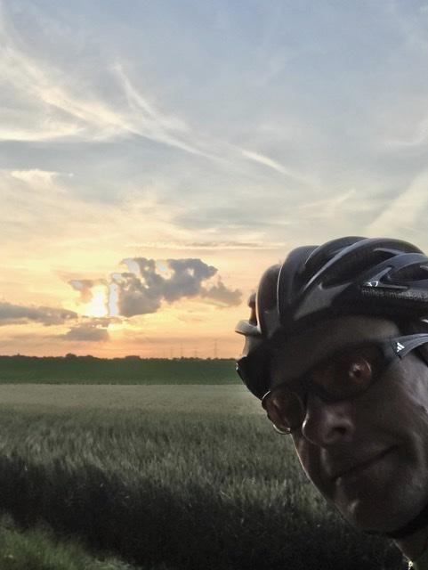 Bert beim Training vor Sonnenuntergang
